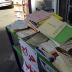 کتابهای زیراکس شده شریعتی در بساط دست فروشان، تهران ، خیابان انقلاب - ۱۳۹۴